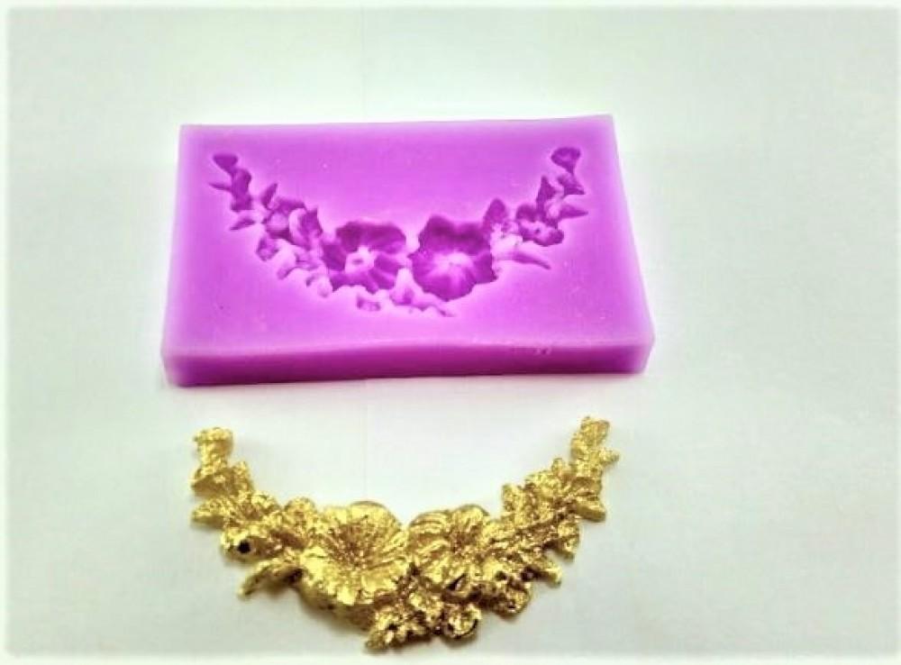 Molde de Silicone em formato de Guirlanda de Flores e Folha. Ideal para utilizar com Pasta Americana.