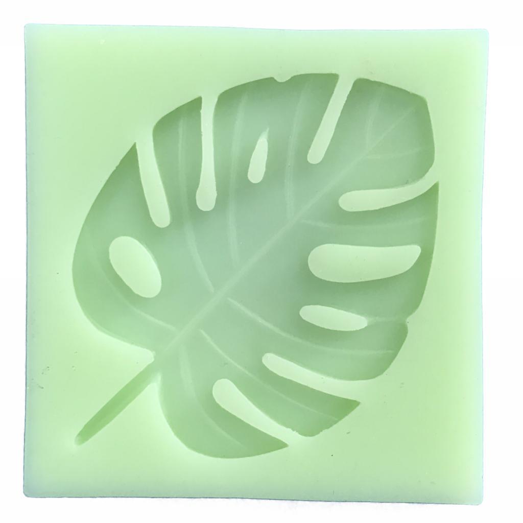 Molde de silicone em formato de costela de Adão. Ideal para ser utilizada com pasta americana.