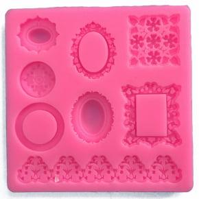 Molde de silicone em formato de molduras pequenas. Ideal para ser utilizado com pasta americana.