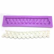 Molde de silicone em formato de Babado com Pérola. Ideal para utilizar com Pasta Americana.