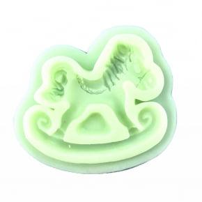 Molde de silicone em formato de carrossel/cavalo. Ideal para utilizar com Pasta Americana.