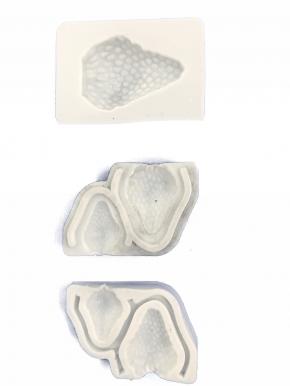 Molde de silicone em formato de Morango. Ideal para ser utilizado com pasta americana.